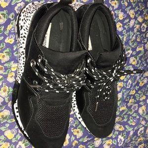 Steve Madden black and white trendy sneakers 9